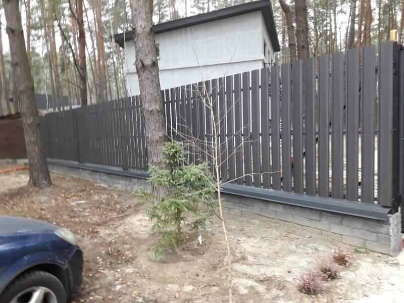 Забор из металлического штакетника   Фото - 3