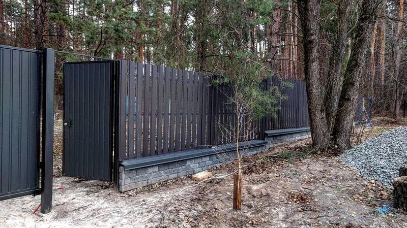 Забор из металлического штакетника   Фото - 4