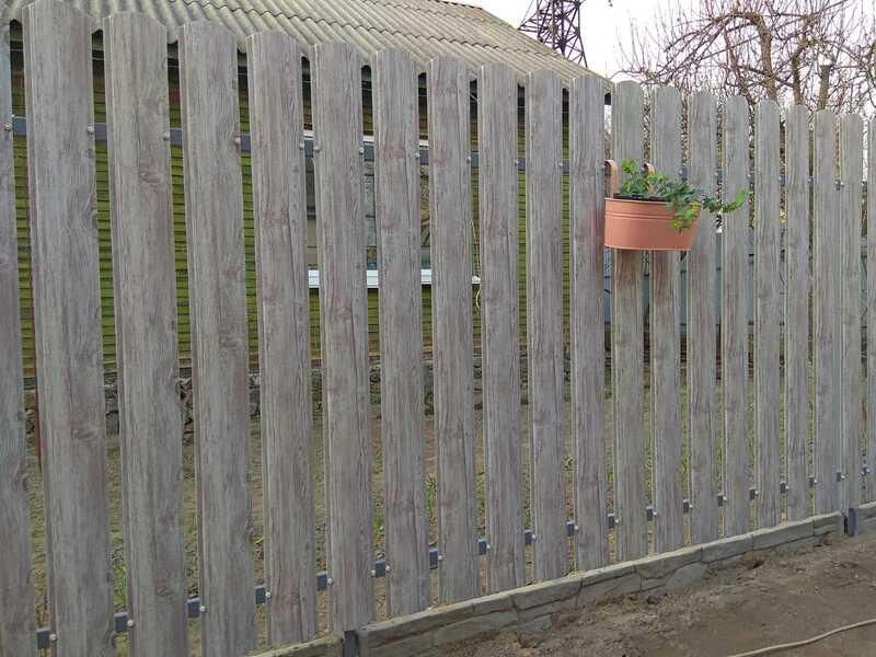 Забор из металлического штакетника   Фото - 1